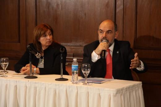 Sr. Alfredo J. Pérez  GERENTE DE SERVICIOS POSTALES DE LA CNC  Sra. Serrana Bassini Casco SECRETARIA GENERAL DE LA UPAEP